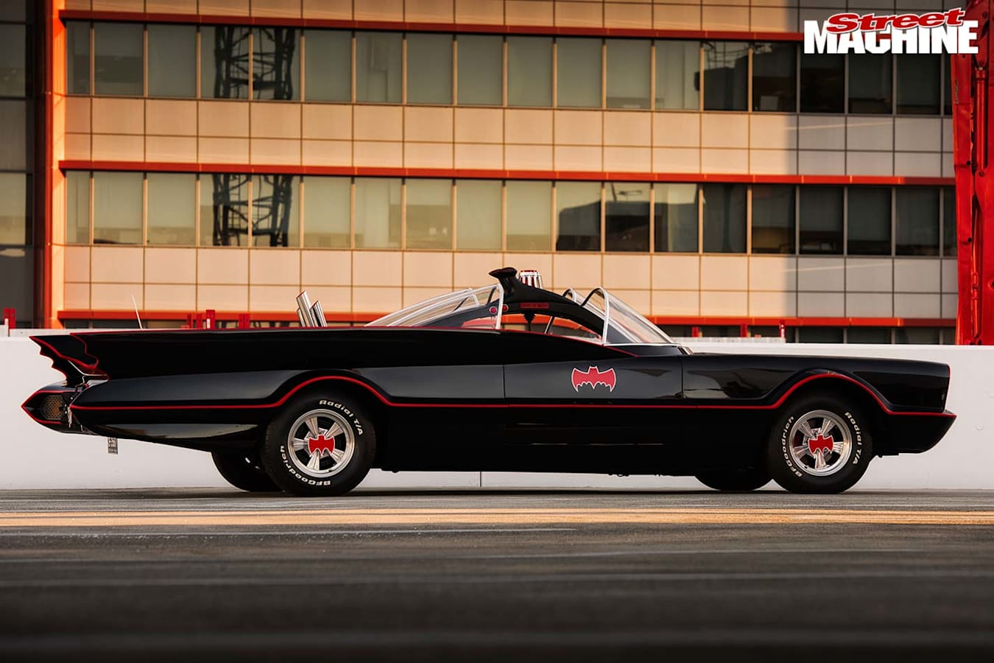 Lincoln Continental Batman tribute side
