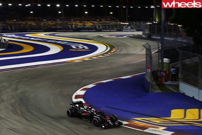 Mc Laren -F1-Driving -track