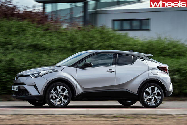 2017-Toyota -CH-R-small -SUV-front -side -on