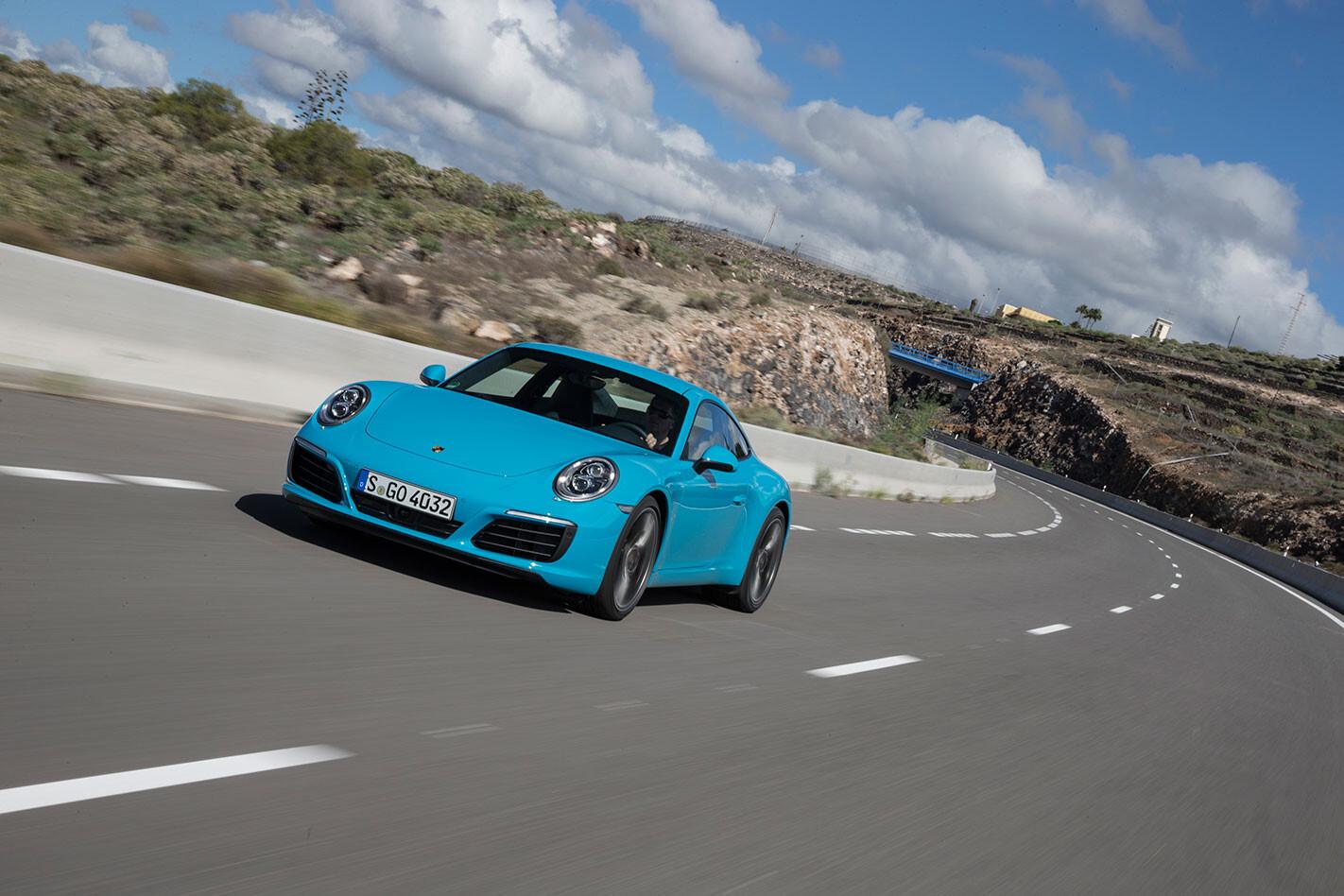 Porsche -991.2-911-Carrera -S-driving