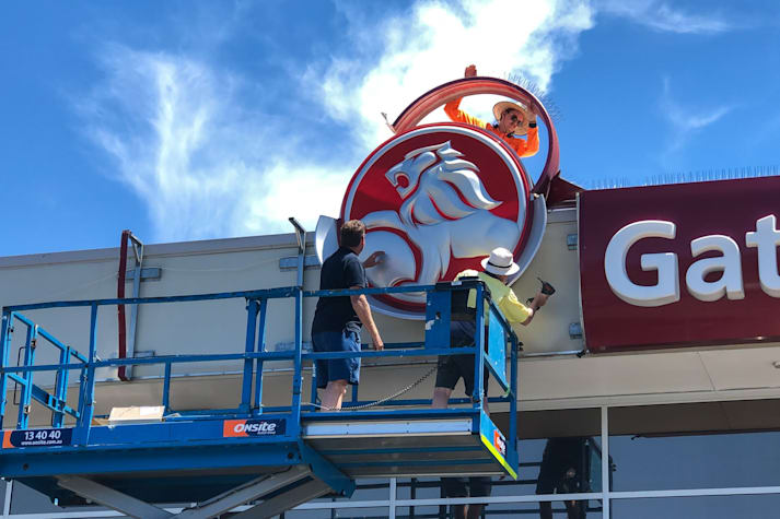 Holden sign removal November 2020