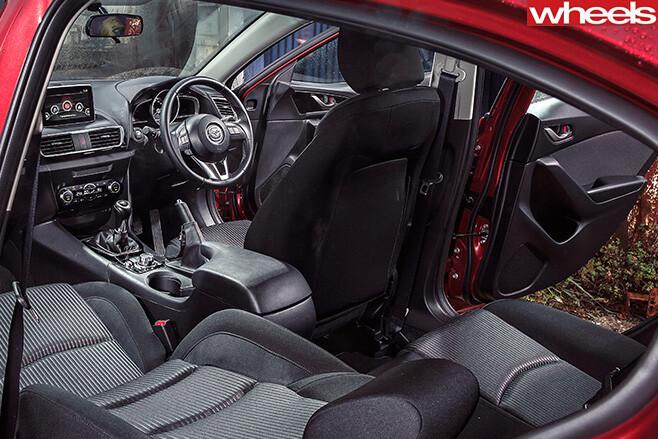 Mazda -3-interior