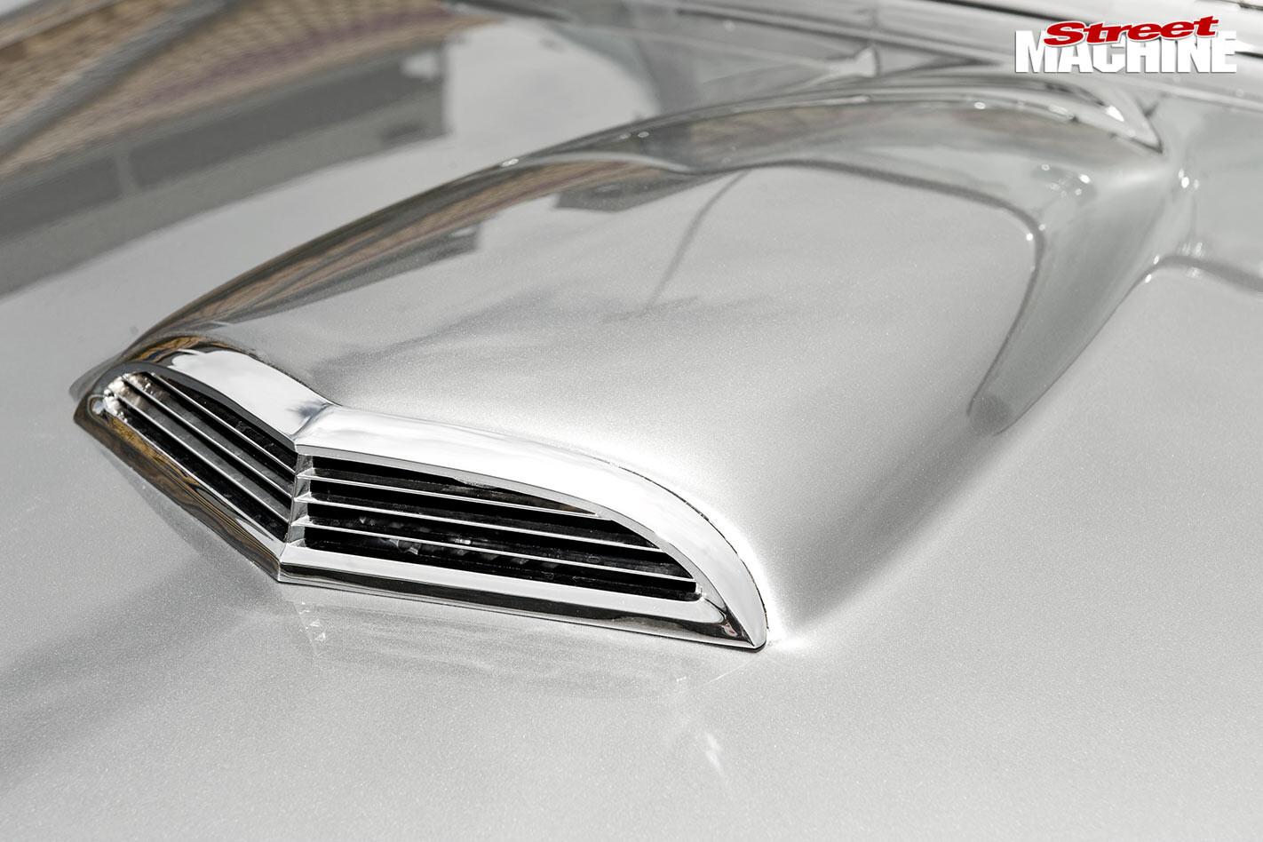 Ford Thunderbird bonnet