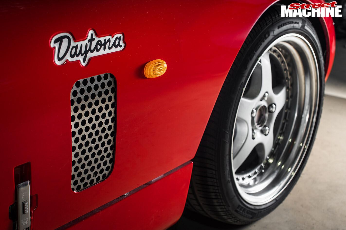 Daytona replica wheel