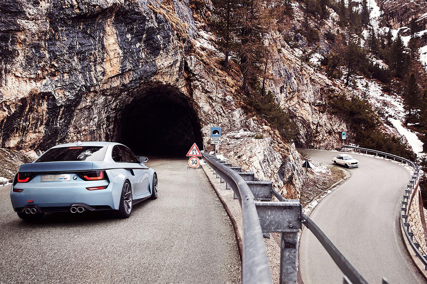 BMW-2002-Hommage -tandem -rear