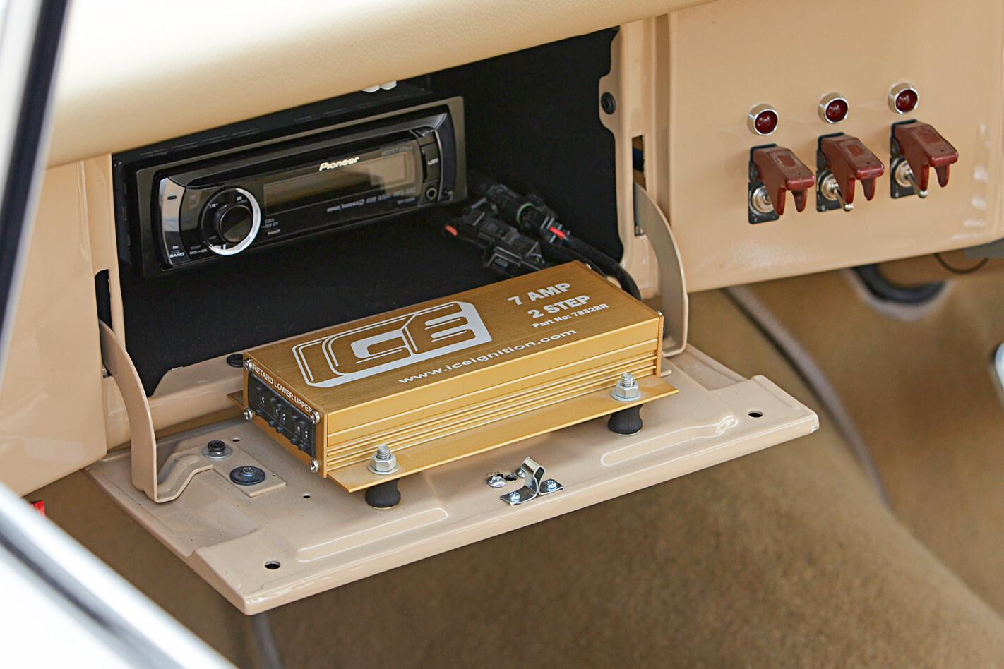 Chrysler VC Valiant radio