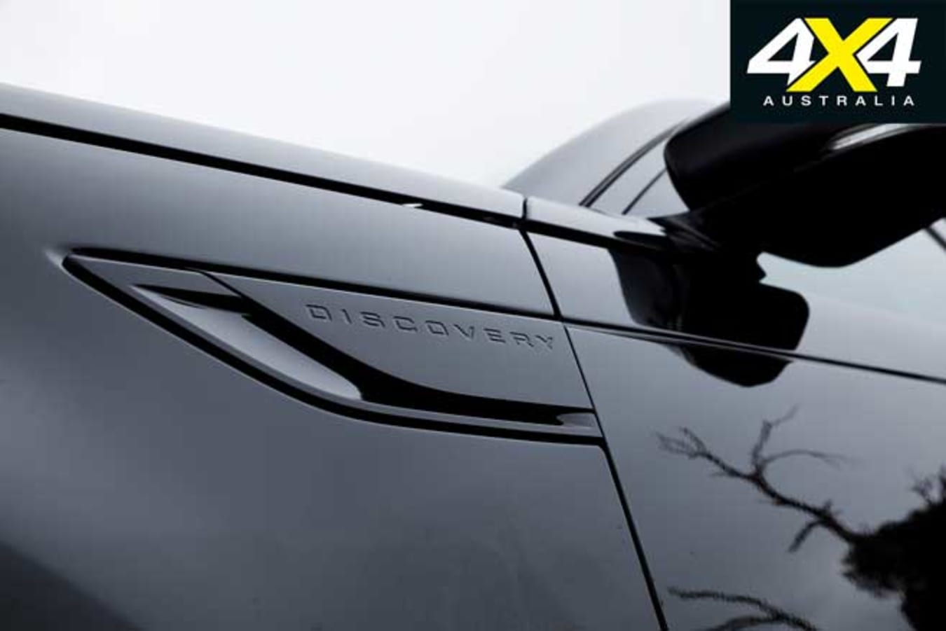 2019 Land Rover Discovery SD 4 Badge Jpg