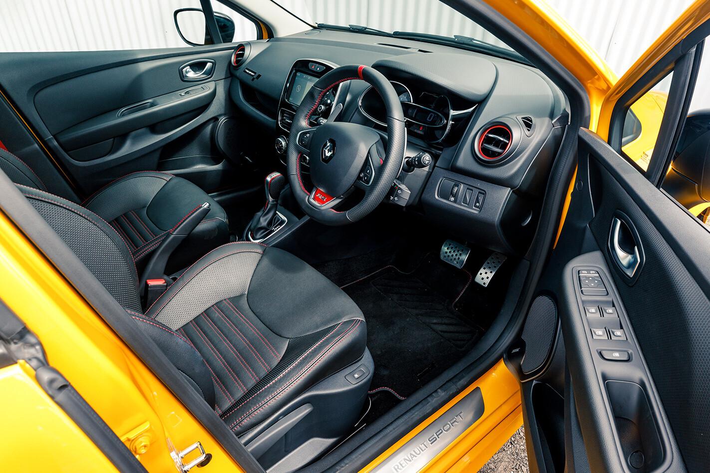 Clio V Polo Wide Insidde Jpg