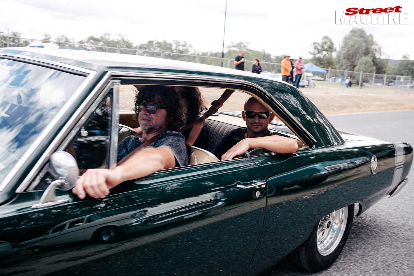 Chryslers -on -the -murray -cruising