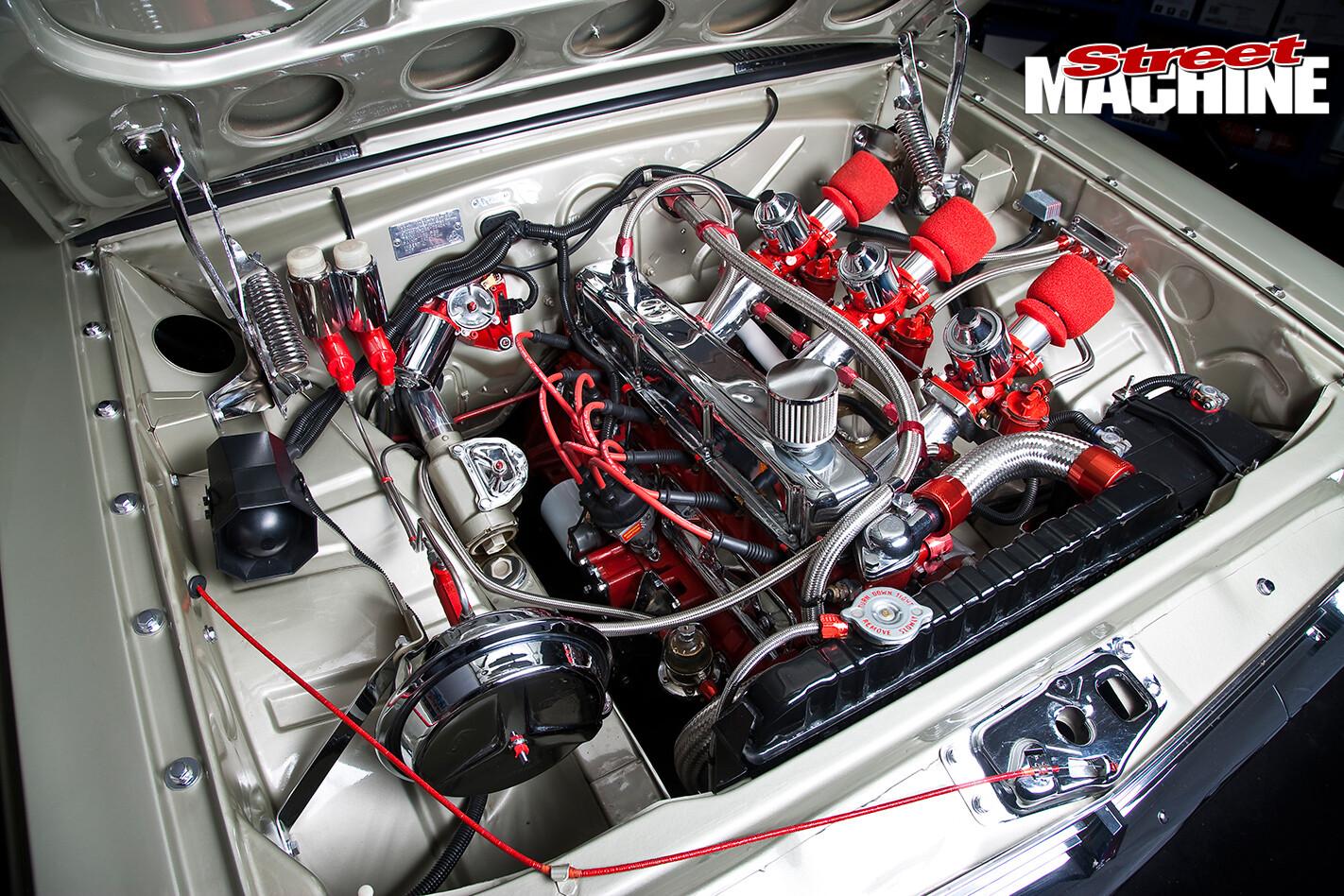 HR-Holden -engine -bay