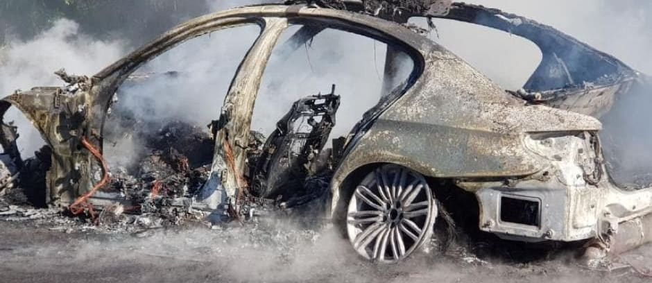 BMW 530d police car destroyed by fire