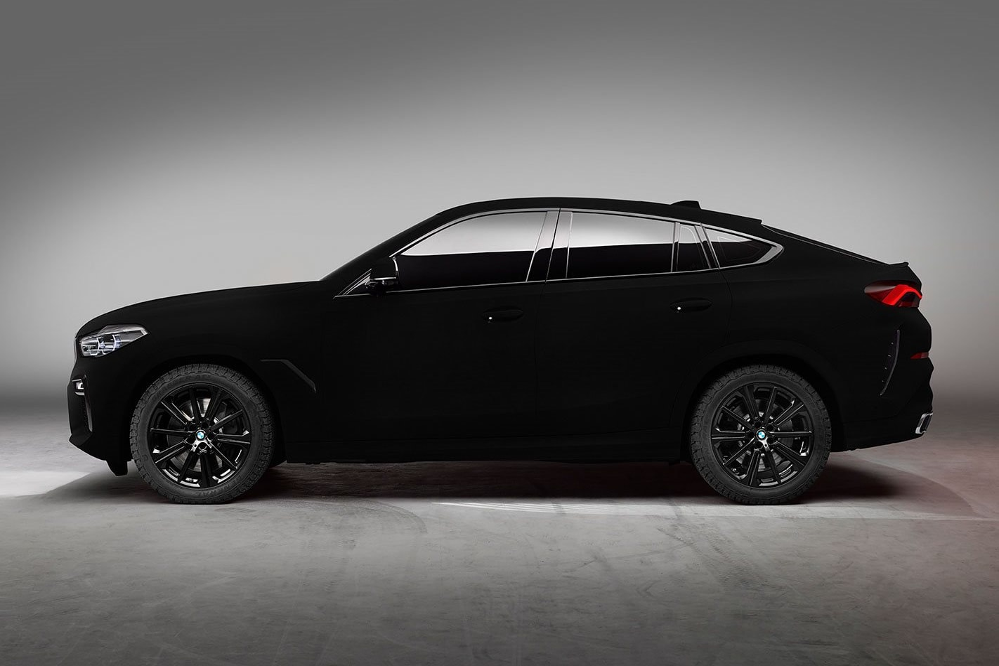 BMW ultra black 2019
