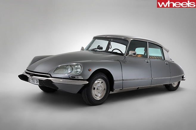 1955-Citroen -DS-front -side