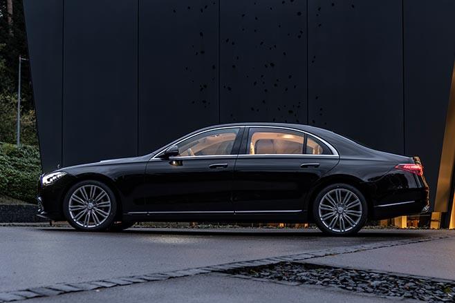 Mercedes-Benz S580e side