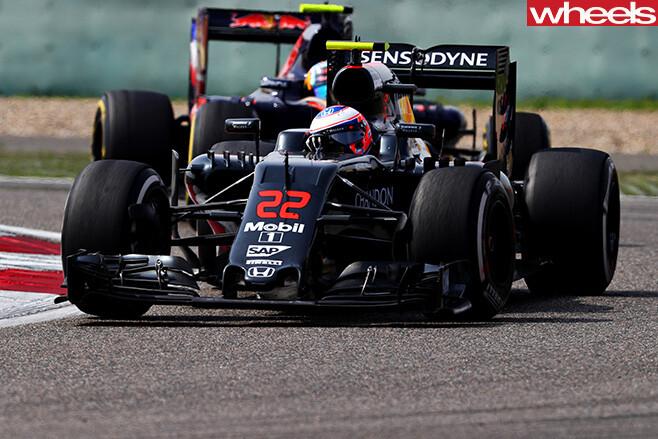 Jenson -Button -driving -f1