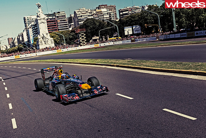 Daniel -Ricciardo -F1-racing -side -top