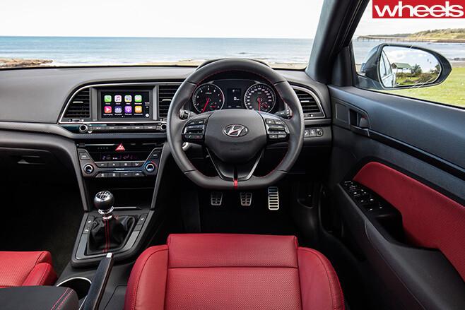 Hyundai -Elantra -SR-Turbo -interior