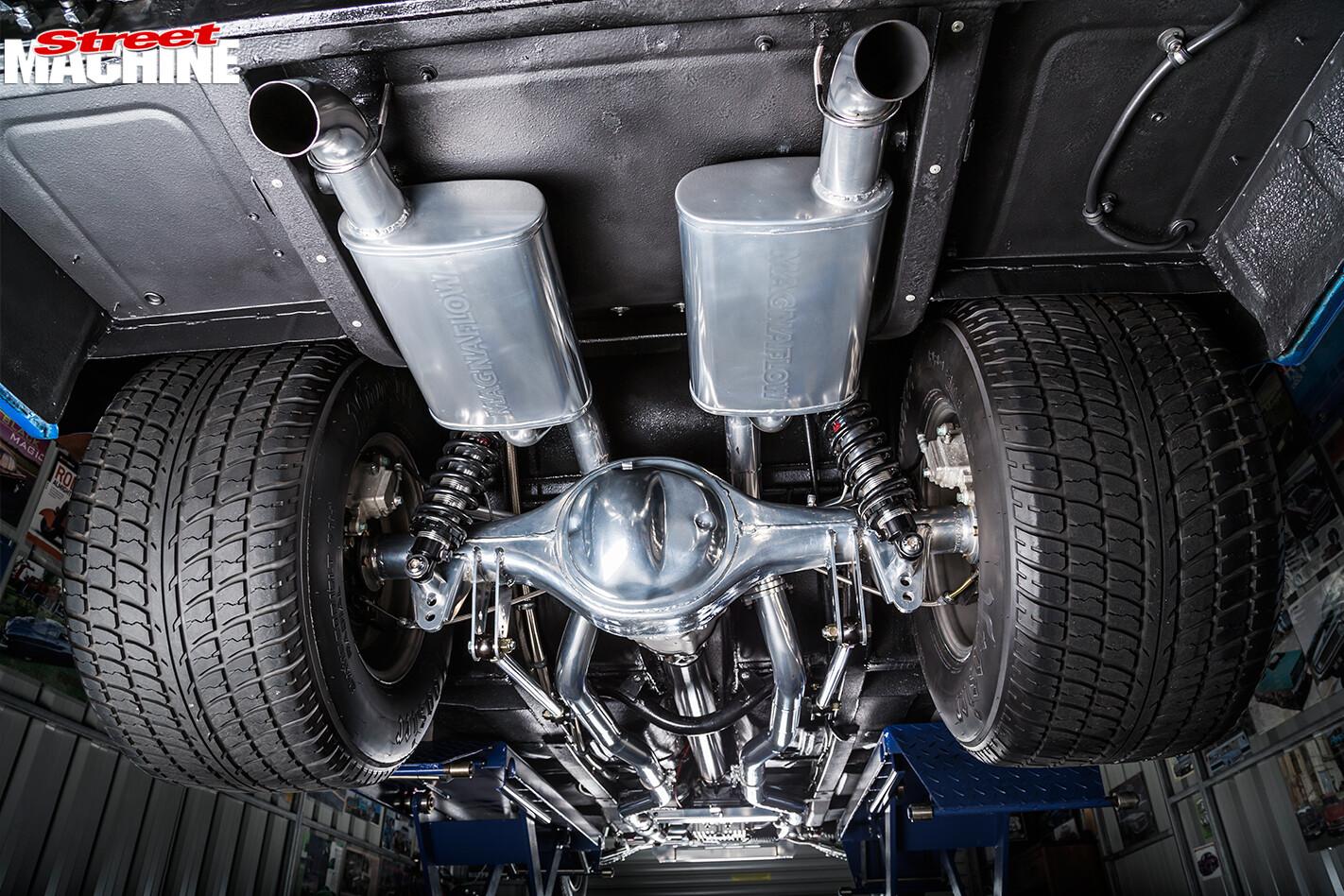 Ford -Falcon -XP-sedan -under -rear