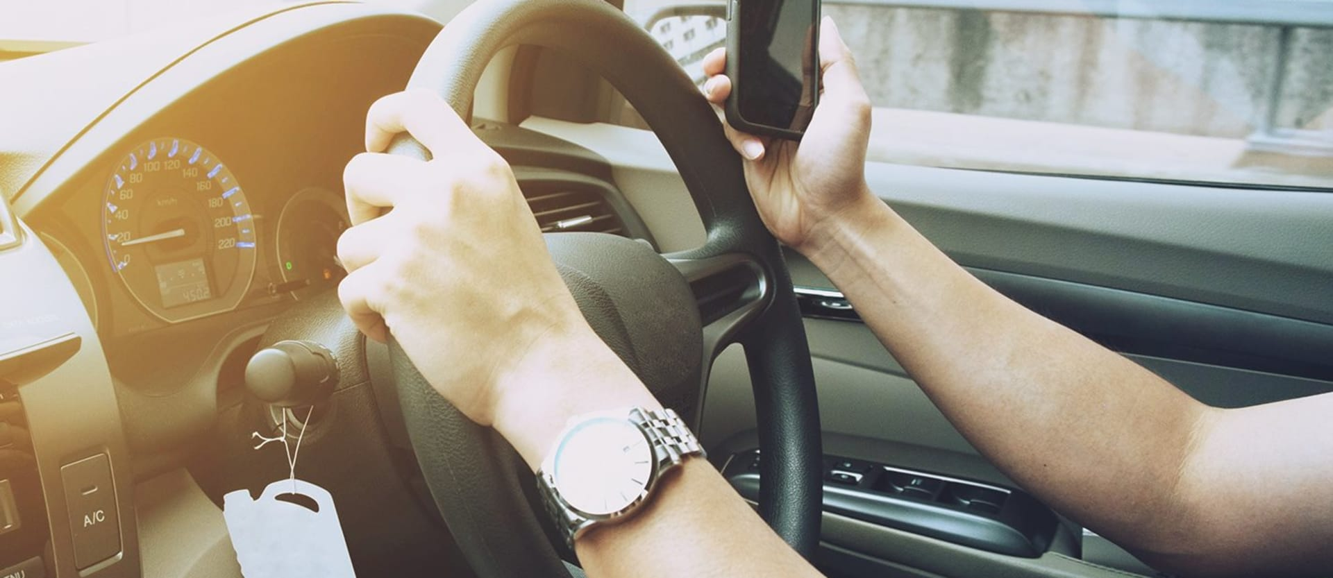 Apple adds Distracted driving software to iPhone_main