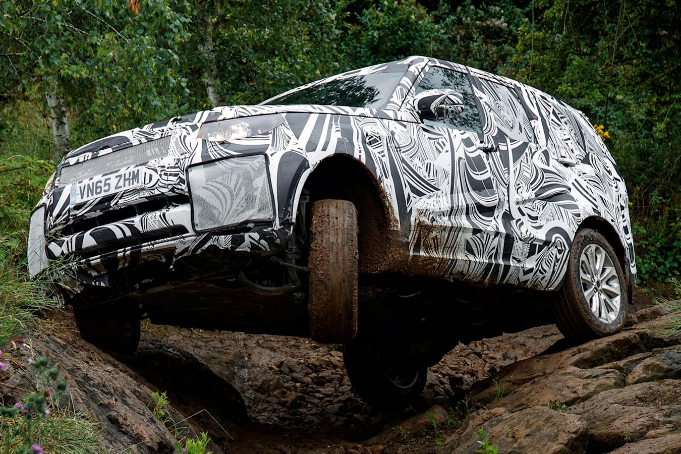 Land Rover Discovery 5 Rockcrawl Action Jpg