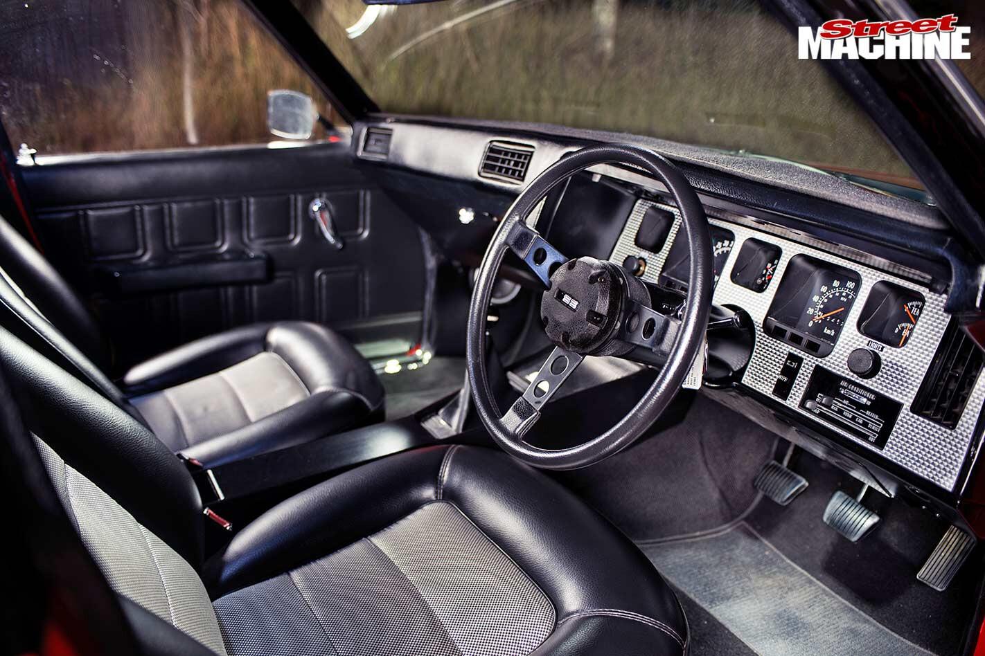 Holden HQ SS interior