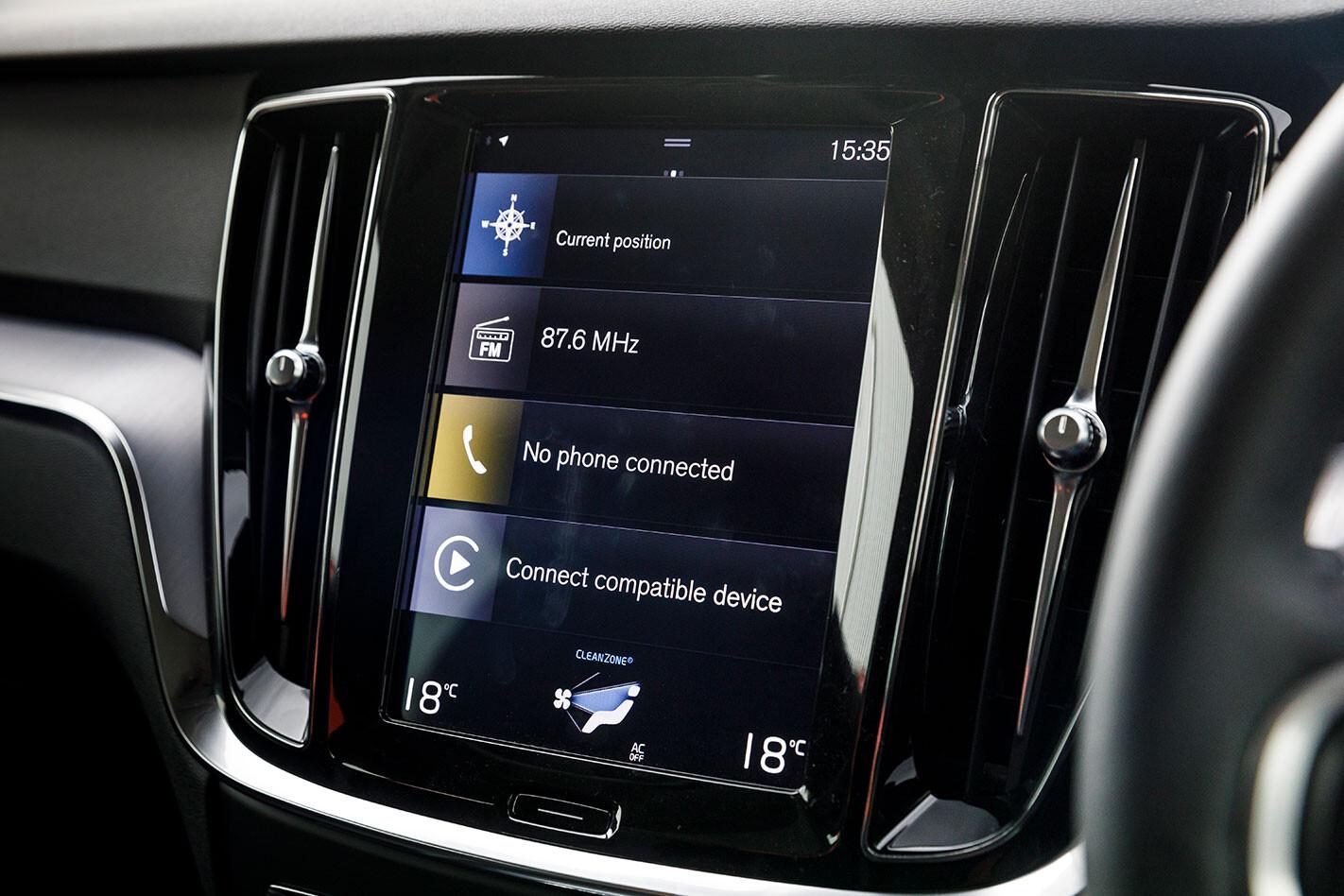 Volvo S60 T5 Momentum infotainment screen