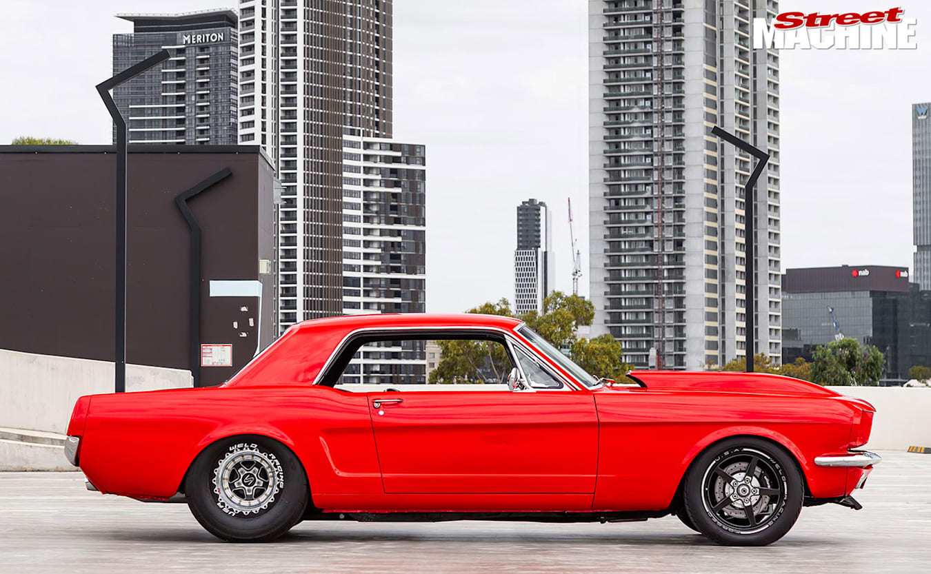 Ford Mustang side