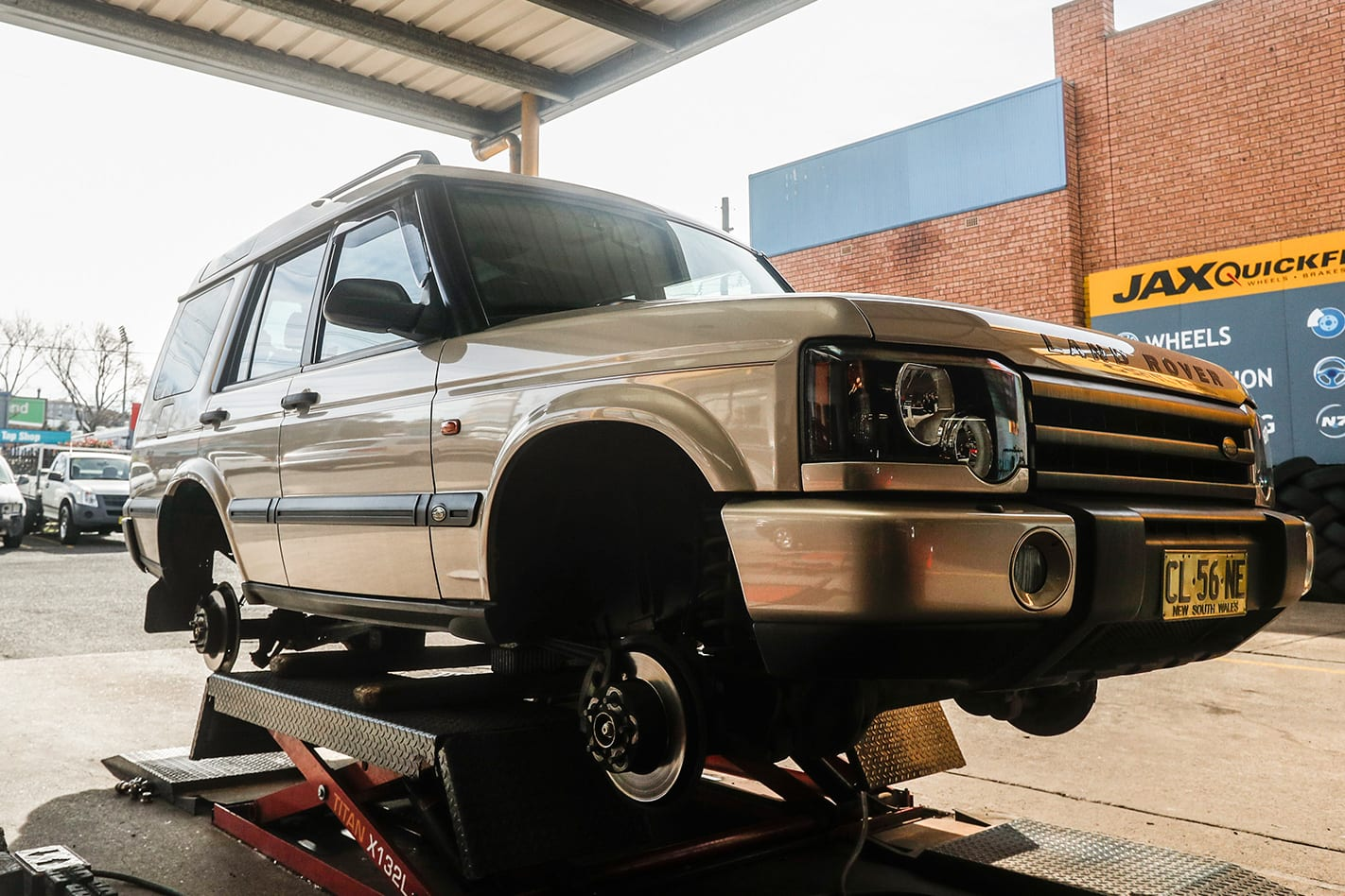 2003-Land-Rover-Discovery-TD5.jpg