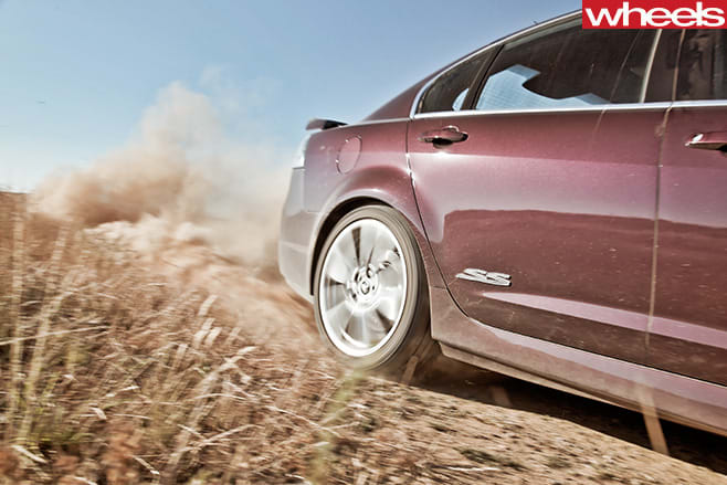 Holden -VE-Commodore -tyres -spinning -dirt -road