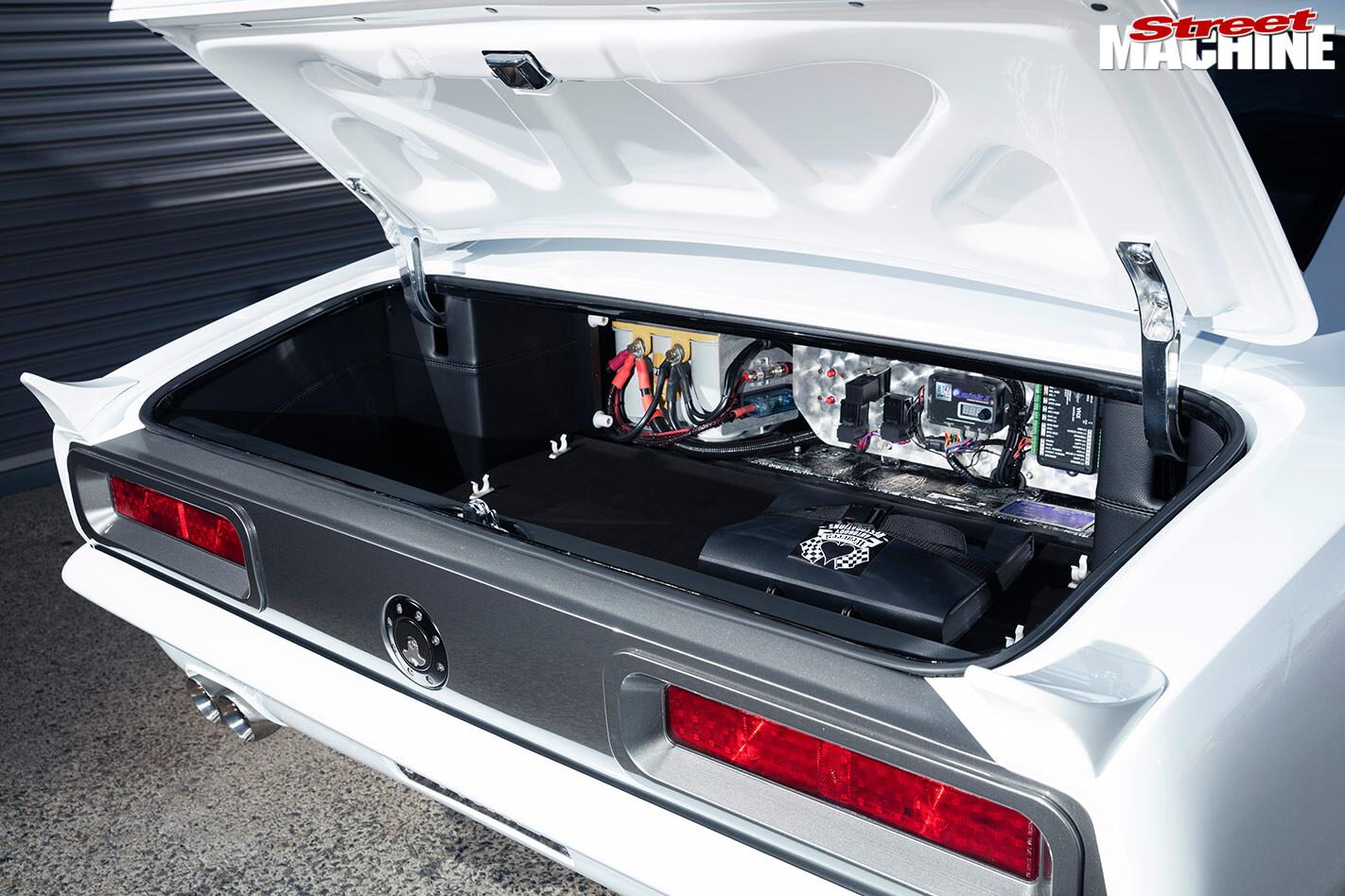 Chev Camaro boot