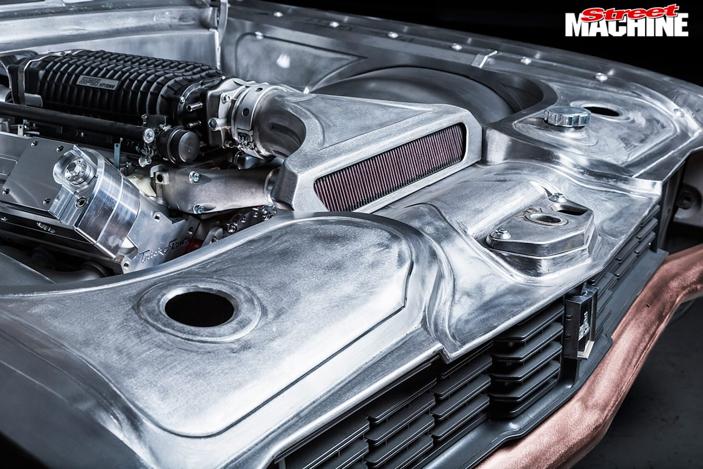 Holden -HT-Kingswood -engine -detail -2