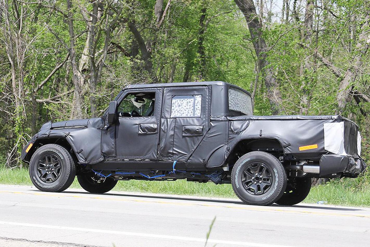 2018 Jeep Wrangler ute Spy pics rear