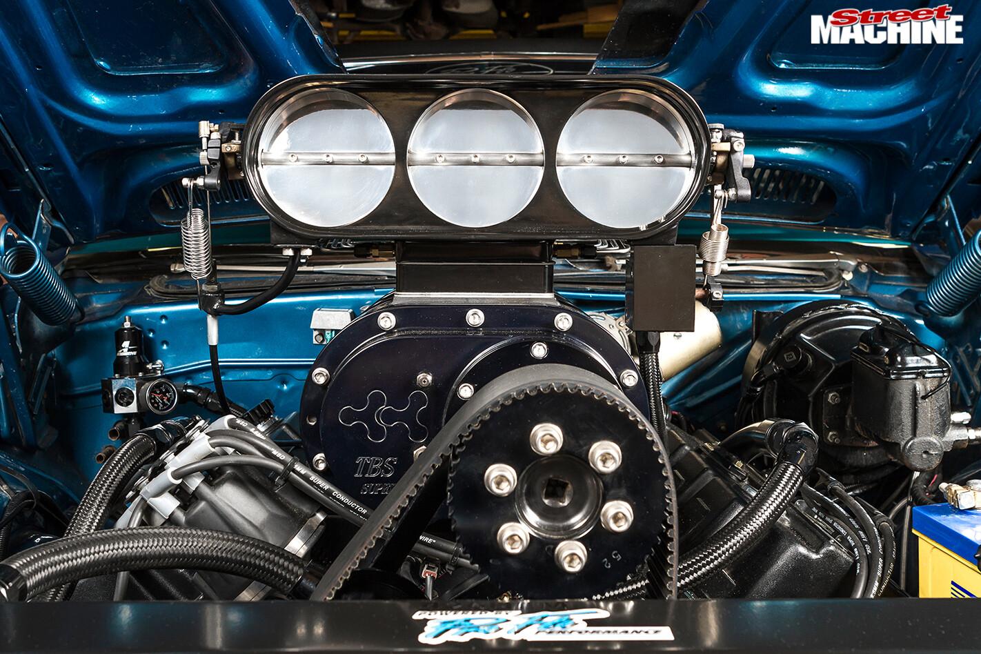 Plymouth -barracuda -engine -detail