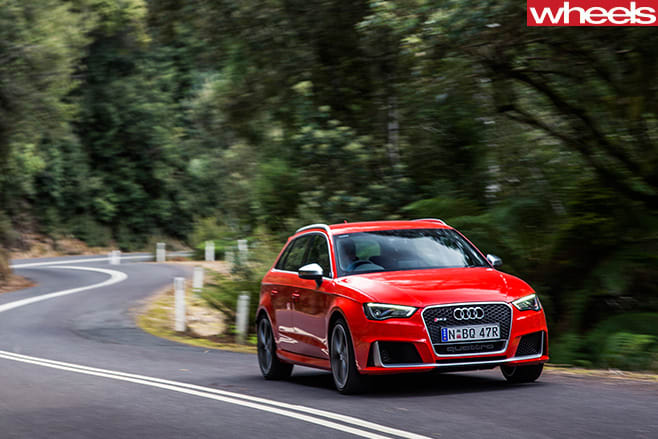 Audi -leads -pack -driving