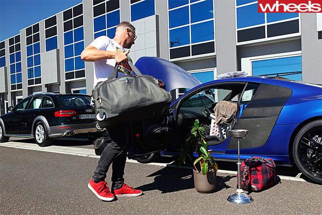 2013-Audi -R8-packing