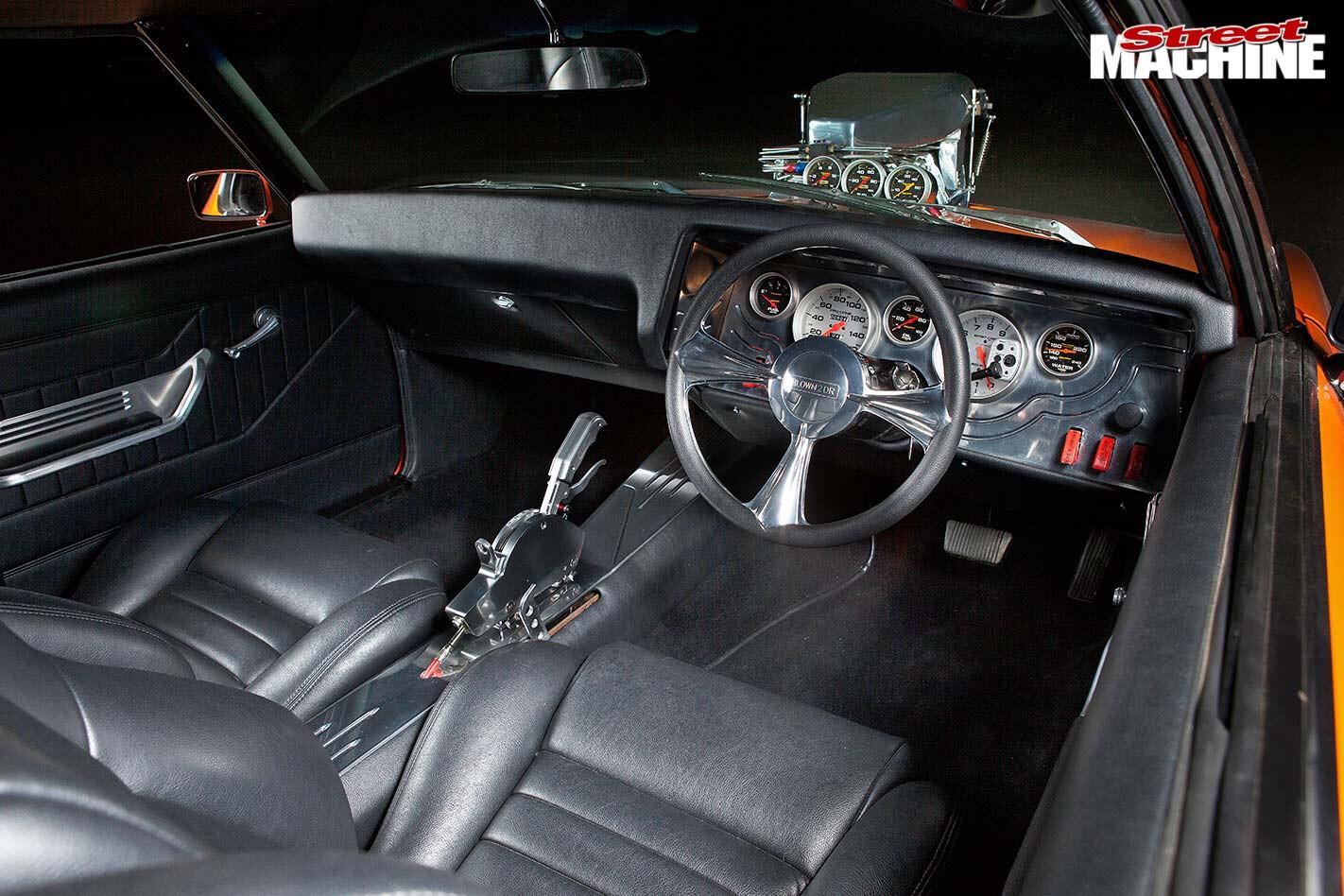 Holden HQ GTS Monaro interior