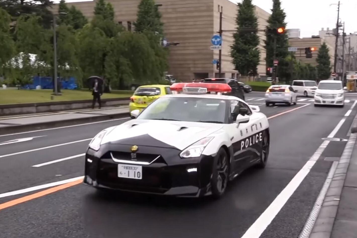 https://d3lp4xedbqa8a5.cloudfront.net/s3/digital-cougar-assets/whichcar-media/16562/nissan-gt-r-japanese-patrol-fleet-on-road.jpg