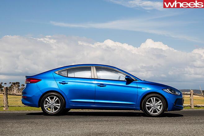 Hyundai -Elantra -Active -side
