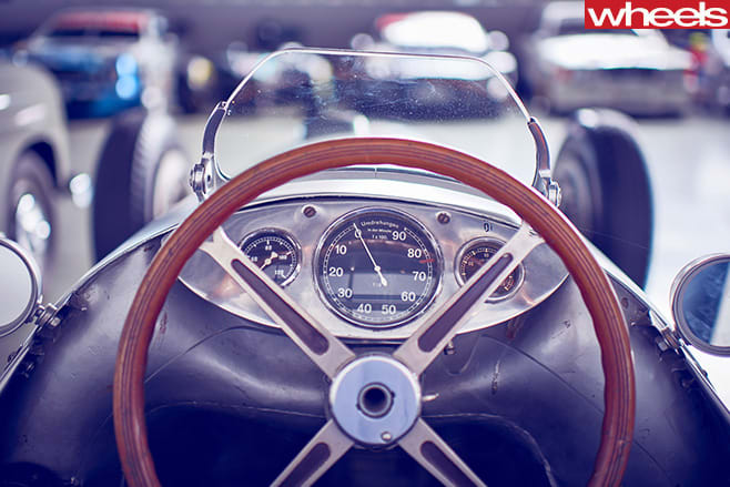 Mercedes -Benz -Classic -Centre -Holly -Halls -sports -cars -steering -wheel