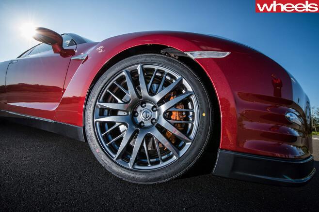 Nissan -GT-R-front -wheel