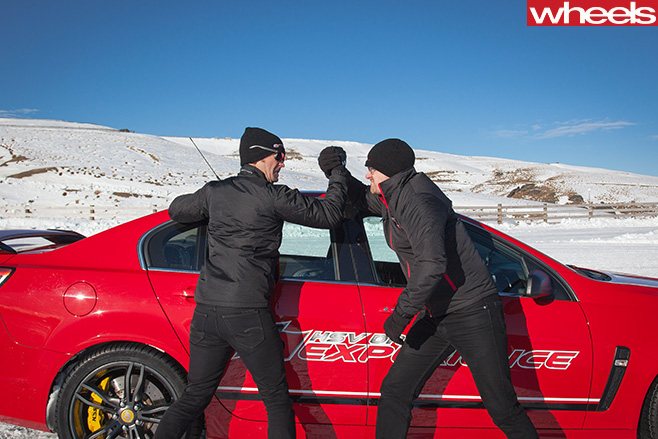 Damion -Smy -arm -wrestling -Greg -Murphy -V8-Supercar -Driver