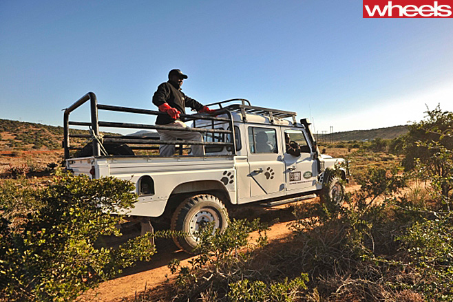 Land -Rover -Defender -driving