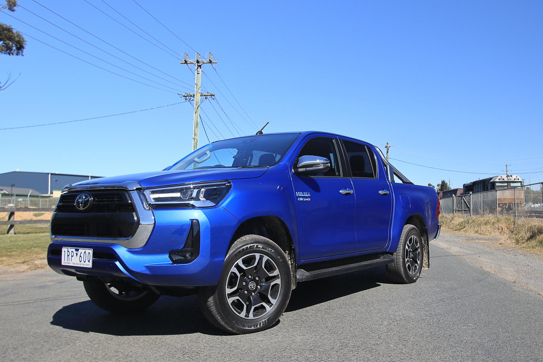 Toyota Hi Lux SR 5 9 Jpg