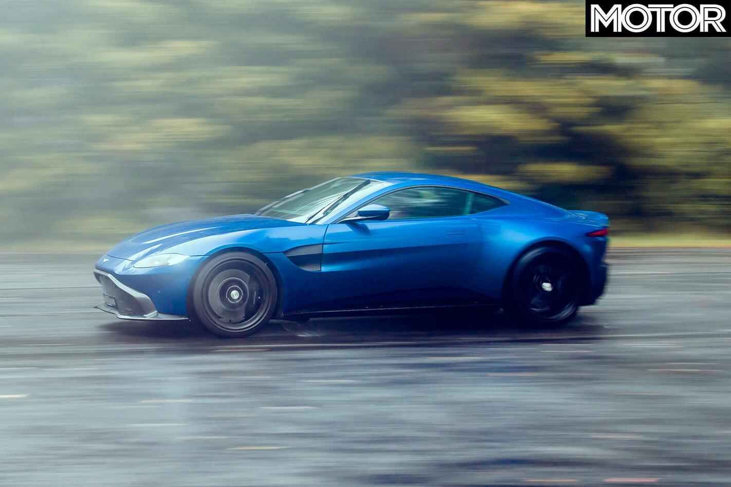 Aston Martin Vantage onroad