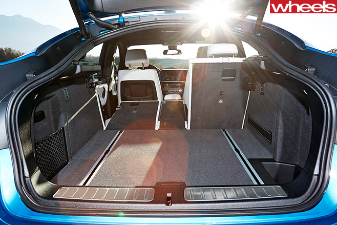 BMW-X4-boot