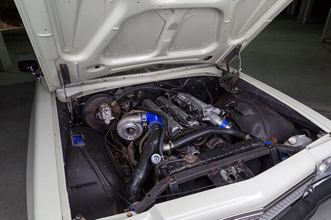 Holden HZ Kingswood engine bay