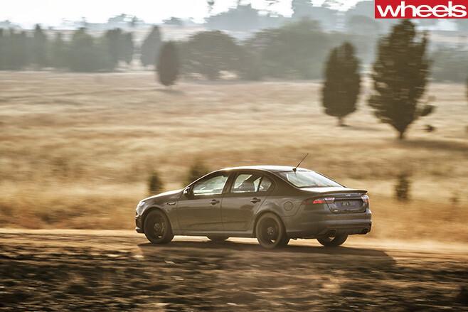 Ford -Falcon -XR8-Sprint -dirt -drifting -rear -side