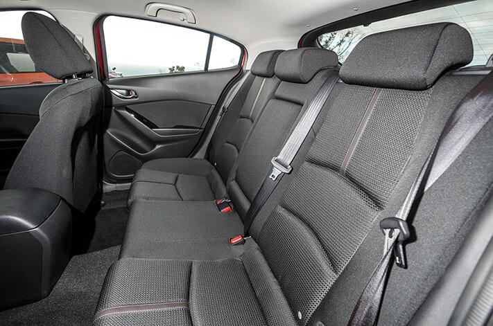 Mazda 3 Maxx rear seat