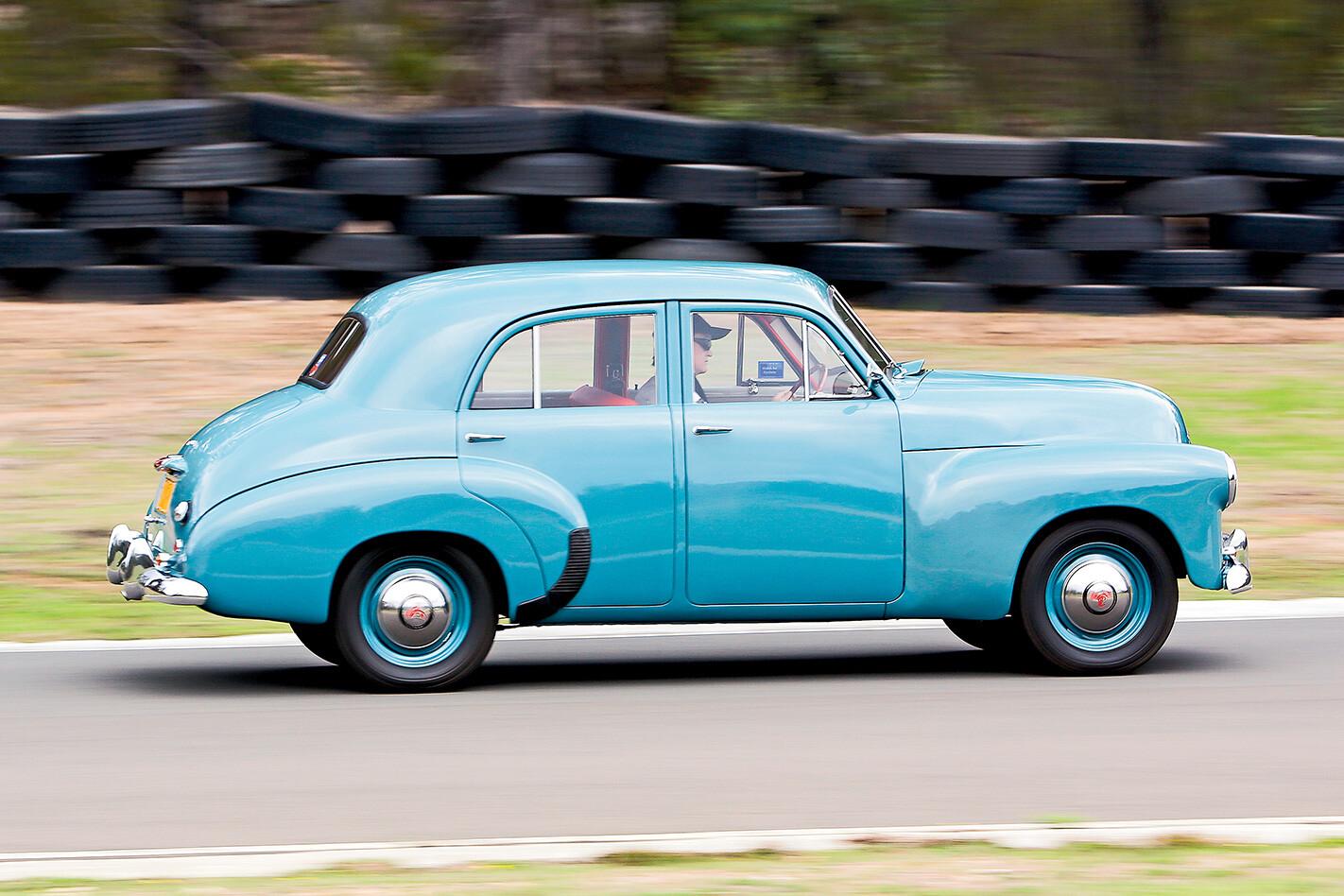 1948-Holden-215-side.jpg