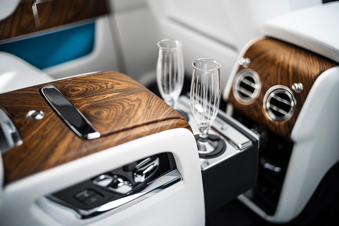 Rolls Royce Cullinan Flutes Jpg